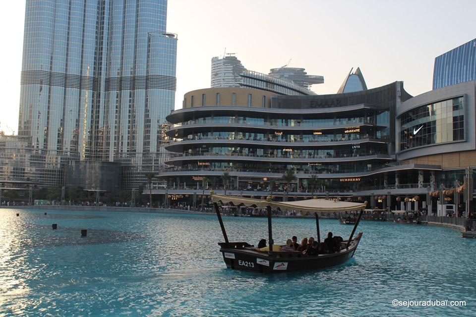 Dubaï Fountain Lake Ride : Spectacle et Croisière en Abra sur le Burj Lake