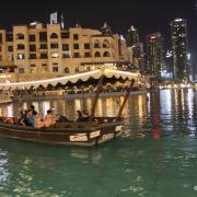 Dubaï fountain lake ride